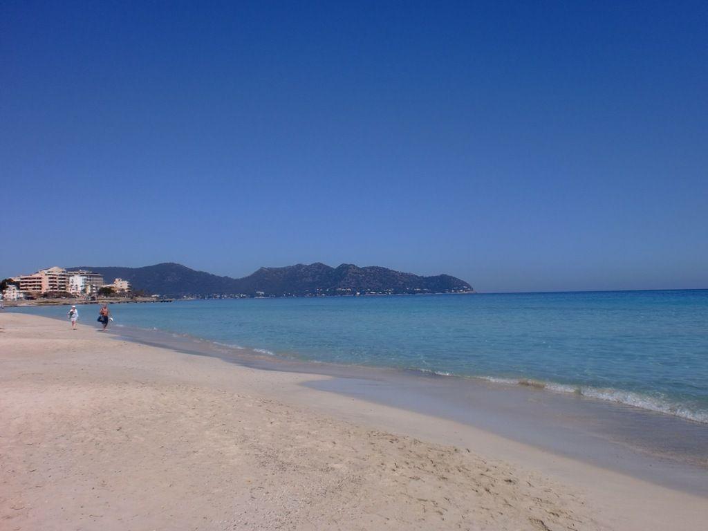 Atalaya-Der-Strand-im-Januar