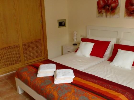 Das-Schlafzimmer-mit-eingebautem-Schrank..._Cala-Millor_op-01-1