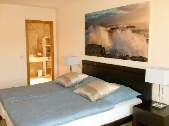 Das-große-Schlafzimmer-mit-Bad-Son-Floriana_Th001
