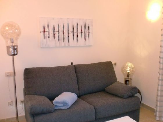 Drittes-Schlafzimmer-mit-Schlafcouch-Son-Floriana_Th001